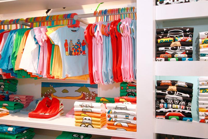 mobiliario para tienda de ropa infantil